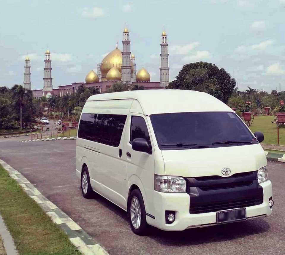 tentang-sewa-hiace-Jakarta